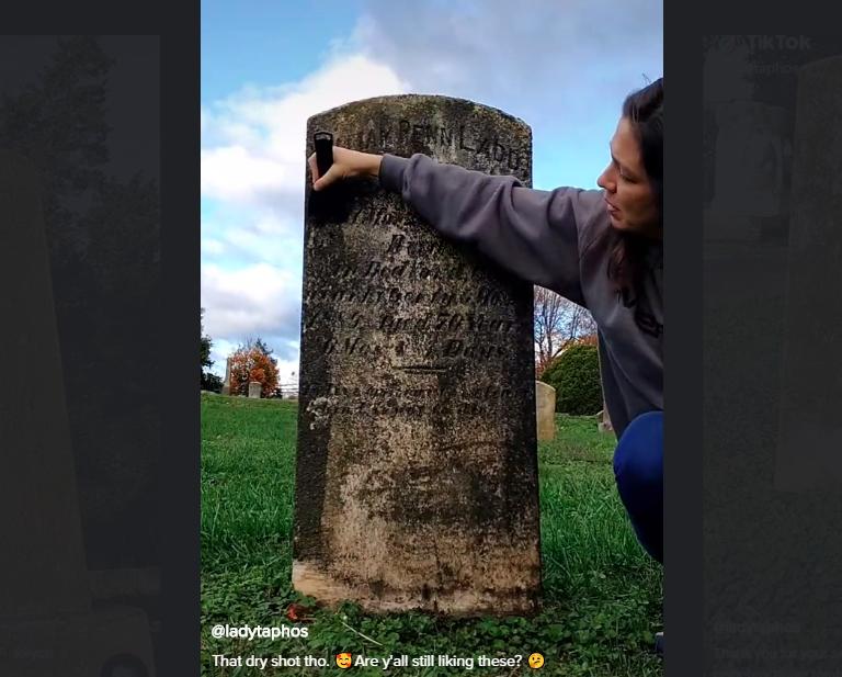 Limpia lápidas de tumbas olvidadas y se vuelve viral en TikTok #VIDEO